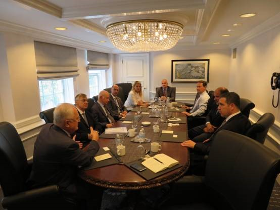 Delegation members discussing with Shawn Donnan, Reporter at Financial Times covering Trade, Globalization, the IMF and the World Bank